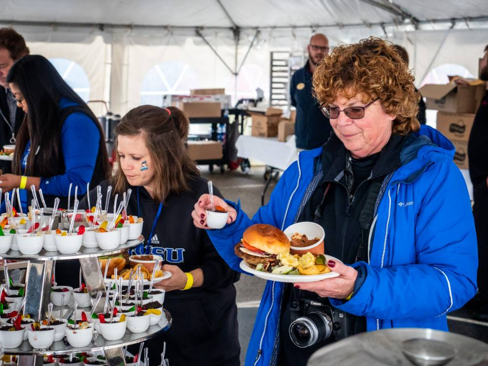 Alumni enjoy delicious food at the tailgate